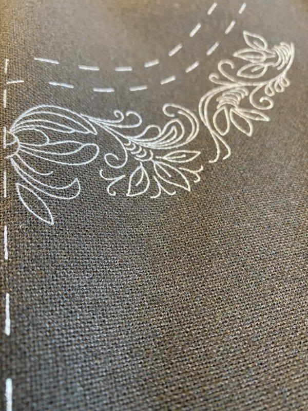 Trykt mønster på ullstoff til Marie Aaen bunad