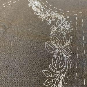 Trykt mønster på norsk kvalitetsstoff til Marie Aaen kvinnebunad fra Østerdalen