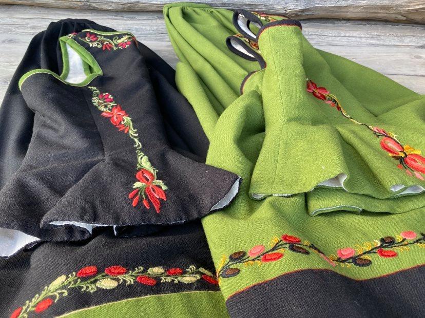 Grønn og svart Marie Aaen bunad