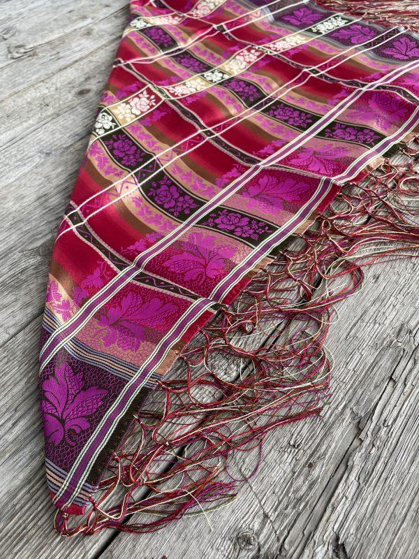 Aurora silkesjal/silketørkle med frynser for bunad i fargerike farger