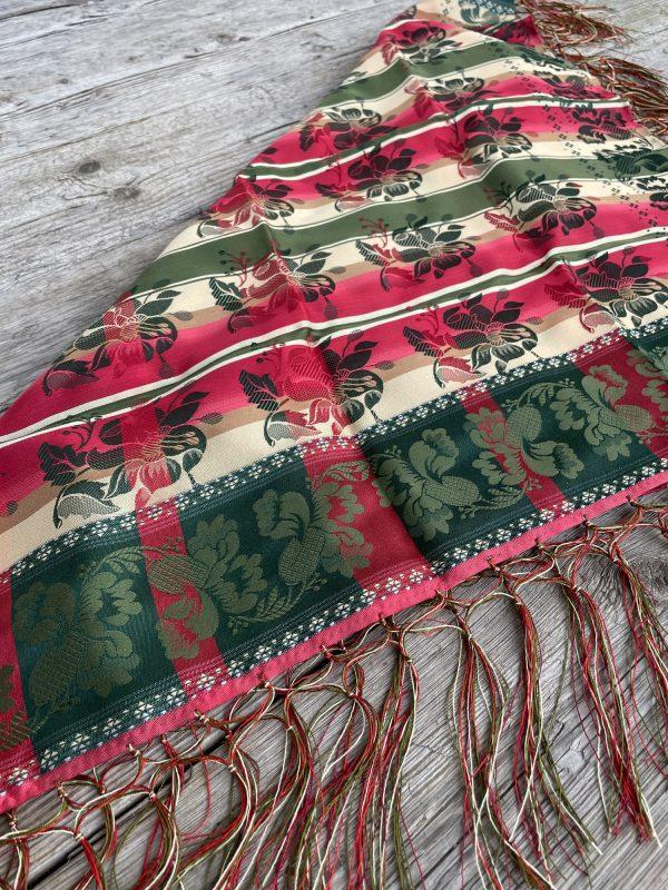 Fargerikt silkesjal til bunad - modell Gabriella fra Tyrihans