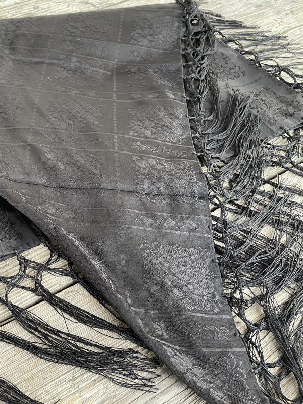 Sort silkesjal til bunad